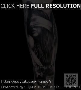 tatouage réaliste homme jambe